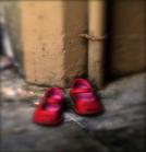 25 novembre. Giornata internazionale contro la violenza sulle donne: Scarpe rosse come simbolo della lotta contro la violenza e gli abusi sulle donne